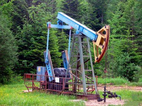 Нафти і газу видобувається все менше