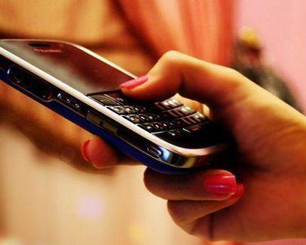 Специалисты взяли 390 проб с мобильных телефонов и рук людей