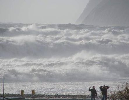 Пориви вітру сягатимуть 15-20 метрів на секунду