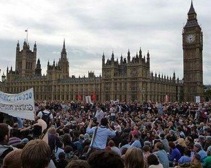 Учасники акції виступають проти економічної несправедливості