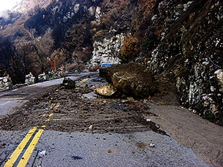 Зсуви і дощі викликав сильний циклон