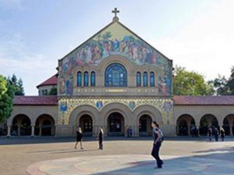 Церковь университетского кампуса, где состоялась панихида