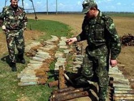 Специалисты МЧС обезвредили боеприпасы