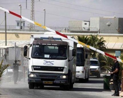 Израиль вывез из тюрем более тысячи палестинцев