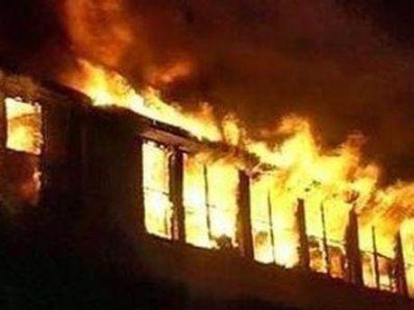 Пожежа могла перекинутись на інші будівлі