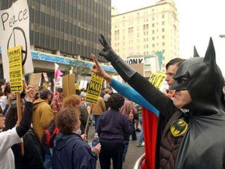 Бэтмен снимется вместе с митингующими