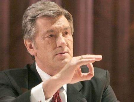 Ющенко считает, что при таком контракте жить невозможно