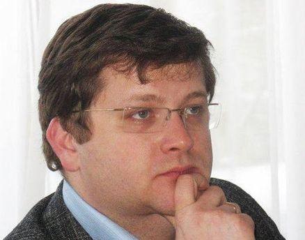 Владимир Арьев отмечает, что США может ввести два вида санкций