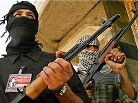 Участники столкновений используют автоматическое оружие