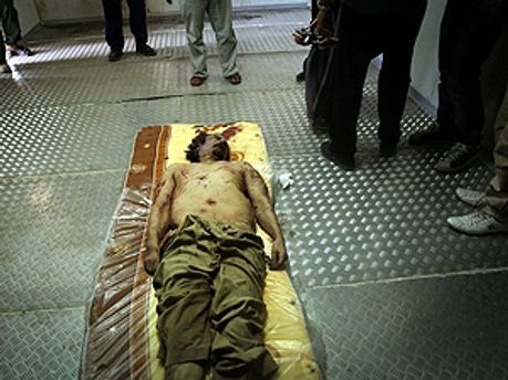 Каддафи скончался по дороге в город Мисурата