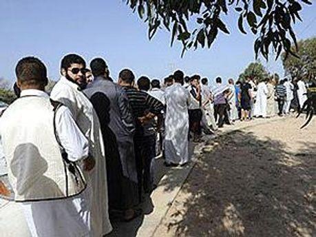 Тысячи ливийцев хотели посмотреть на мертвого Каддафи