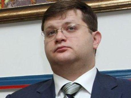 Владимир Арьев считает, что Янукович сам себе копает яму