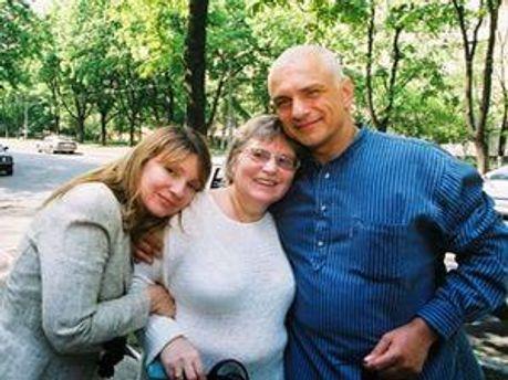 Лідія Сокольченко (у центрі)