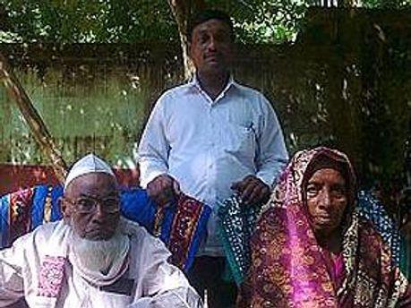 120-річний чоловік із вдвічі за нього молодшою дружиною і сином