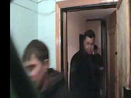 Сотрудники СБУ покидают помещение Сокольченко