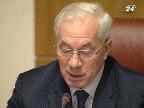 Микола Азаров каже, що Україна змушена брати в борг, щоб віддавати борг