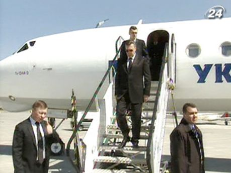 Президент прилетел во Львов на несколько часов
