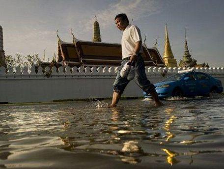 Вода підтоплює найвизначніші пам'ятки міста