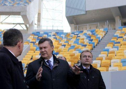 Віктор Янукович оглянув львівську арену, але відкривати її не планує