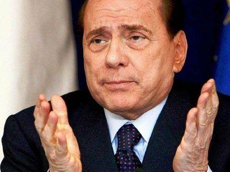 Сильвио Берлускони считает, что Папандреу внес неопределенность в вопрос долгов Греции
