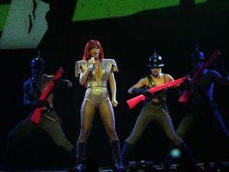 Ріанна на одному з концертів
