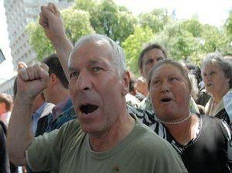 Билеты в Киев покупают за свои деньги