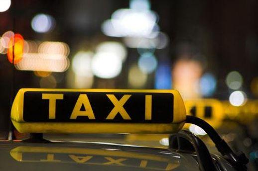 Правоохоронці припускають, що таксист втік, бо віз мерця