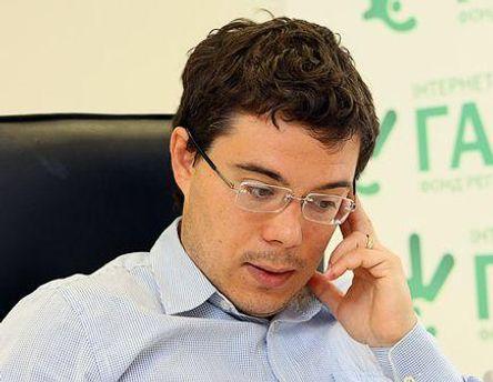 Тарас Березовец считает, что сегодня лучше не быть политиком, чтобы выиграть выборы