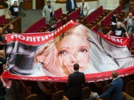 Депутати перетягують плакат