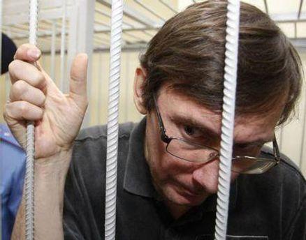 У СІЗО кажуть, що Луценко йде на покращення