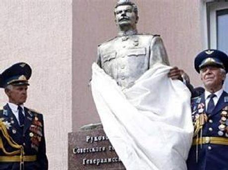 Відновлений пам'ятниц Сталіну