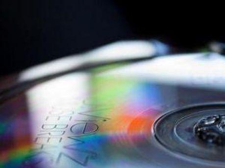Музики стягуватимуть з інтернету