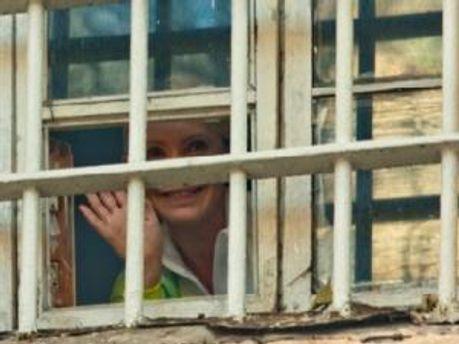 Юлия Тимошенко в окне Лукьяновского СИЗО