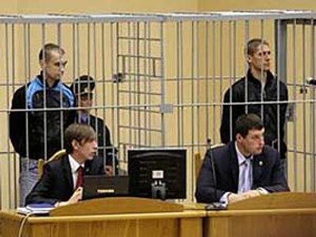 Дмитро Коновалов і Владислав Ковальов у залі суду
