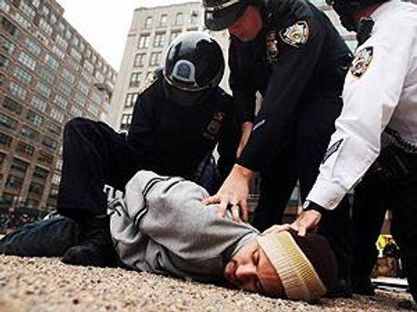 Після початків арештів решта протестувальників відступила