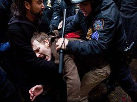 Задерживают протестующих