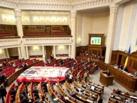 Депутаты покинули зал