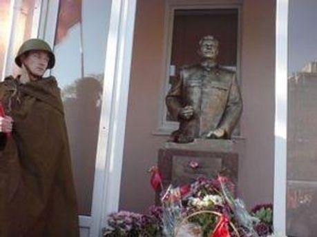 Обновленного Сталина поставили 7 ноября