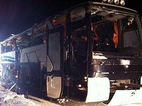 Автобус отримав серйозні пошкодження
