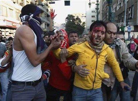 У зіткненнях з поліцією постраждало близько 1000 осіб