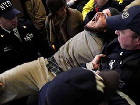 Поліцейські змушені працювати понаднормово через несанкціоновані мітинги