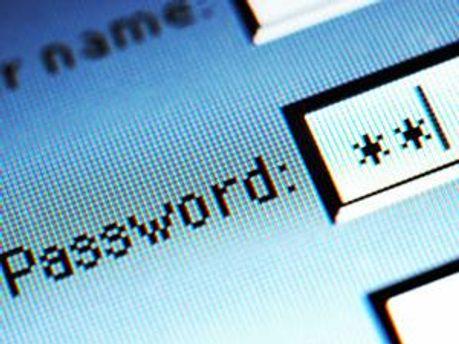 Фахівці радять складати довгі паролі з різними символами