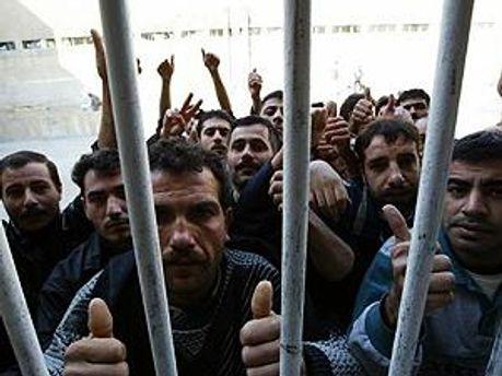 900 человек вышли на свободу