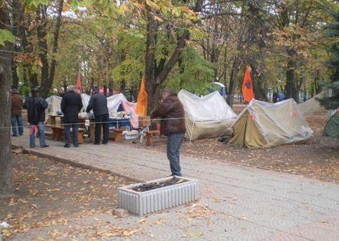 Протестующие разбили палаточный городок в Мариинском парке