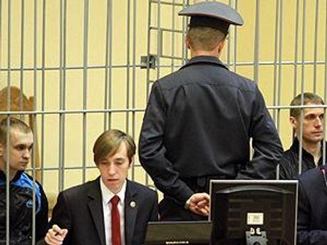 Засуджені у залі суду