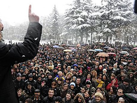 Сторонники Джиоевой на центральной площади Цхинвали