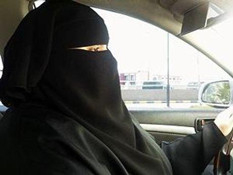 В Саудовской Аравии не хотят видеть женщин за рулем