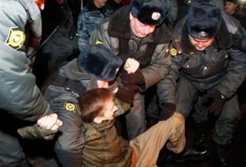 6 грудня на Тріумфальній площі затримали 600 осіб
