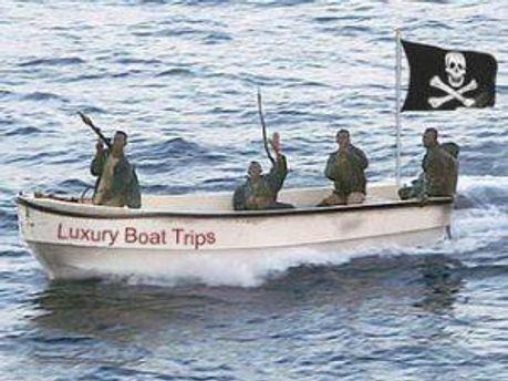 Пираты захватывают в плен