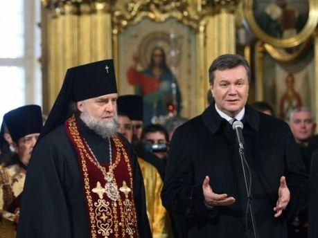 Наместник Свято-Успенской Почаевской лавры Владимир и Виктор Янукович